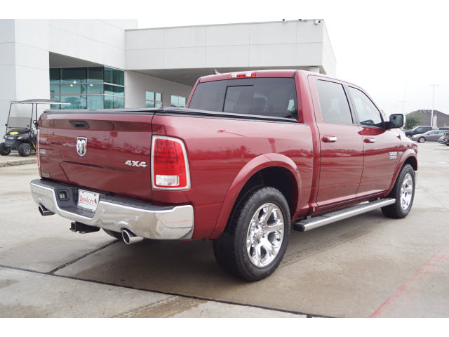 Pre-Owned 2014 RAM 1500 Crew Cab 4WD