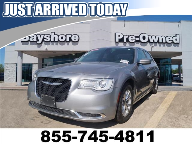 Pre-Owned 2016 Chrysler 300 4D Sedan