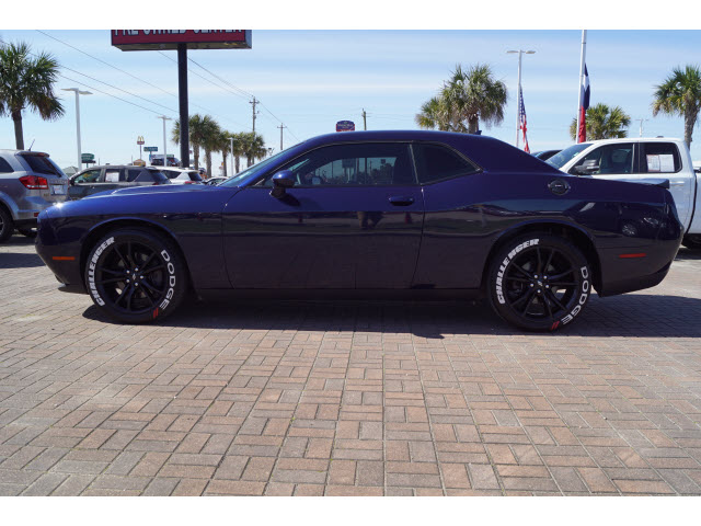 Pre-Owned 2017 Dodge Challenger 2D Coupe