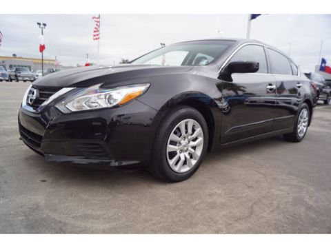 Pre-Owned 2016 Nissan Altima 4D Sedan 2.5