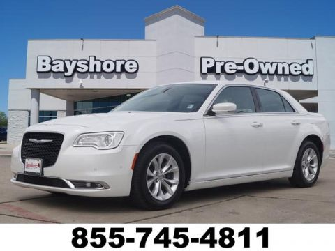 Pre-Owned 2015 Chrysler 300 4D Sedan