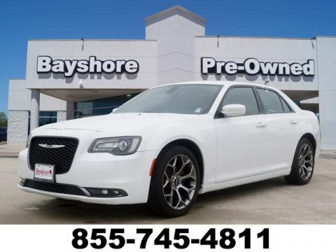 Pre-Owned 2018 Chrysler 300 4D Sedan V6
